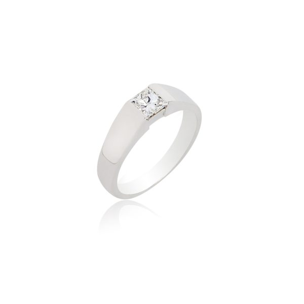18ct white gold princess cut and tapered baguette diamond ring