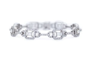 18ct White Gold Fancy Diamond Bracelet.